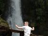 Un momento Wow! gravado en una foto. Para mucha gente estos momentos solamente cuentan, cuando ellos estan en la foto en frente de la fuente de Calprim y por eso gana en autenticidad.  – Foto 3/Costa Rica
