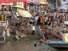 La población local misma puede convertirse en una fuente de Calprim – aqui en el río Ghanges. Las ciudades forman una fuente compartida de Calprim importante y los turistas normalmente ya saben que se pueden esperar – Foto 5/India